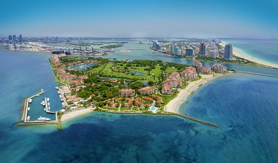 Fisher Island: Palazzo Del Sol, at the northern end, overlooks South Beach.