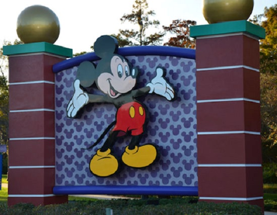 The Mouse at Disney's main entrance welcomes you to Orlando!